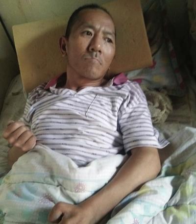 兰州榆中县:兄弟情深 弟弟骑自行车摔成植物人 哥哥不离不弃守护三年多