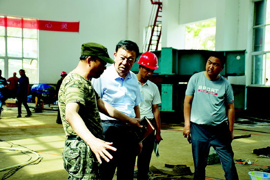 俞成辉赴南峪乡水电站调研机组拆除及泄洪应急处置工作