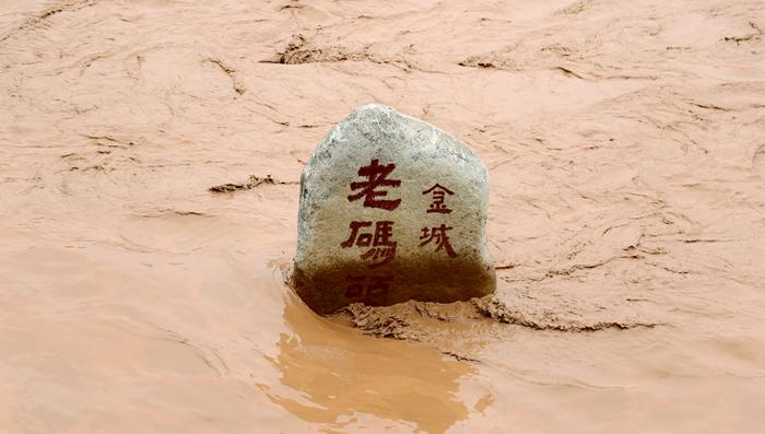 黄河兰州段水位上涨  水岸步道被淹(组图)