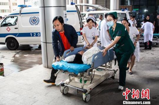 【中新网】兰大二院接诊甘肃东乡暴洪灾害17名受伤人员