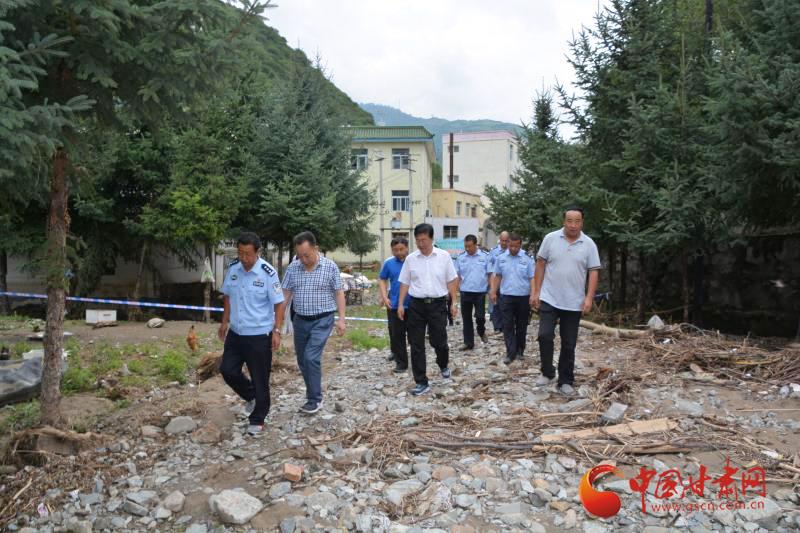 白龙江林管局领导赴灾区慰问受灾职工