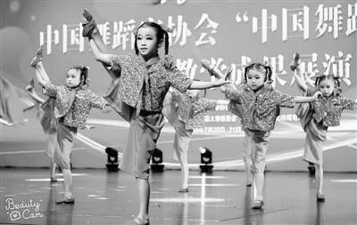 首届甘肃风采小飞天舞蹈大赛在兰举行
