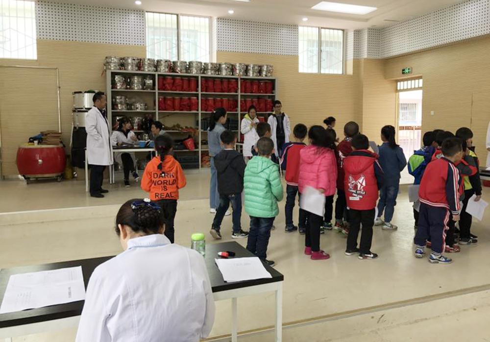 兰大二院开展中小学生健康普查工作