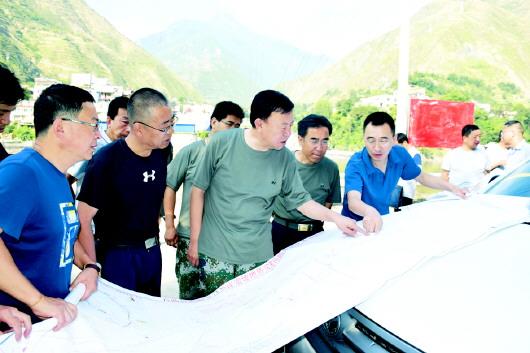 俞成辉赴南峪乡调研分流泄洪相关工作