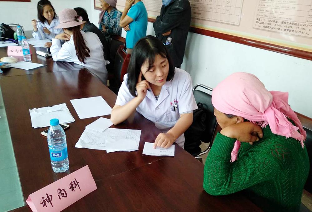 兰大二院医疗队赴渭源县开展健康扶贫义诊活动
