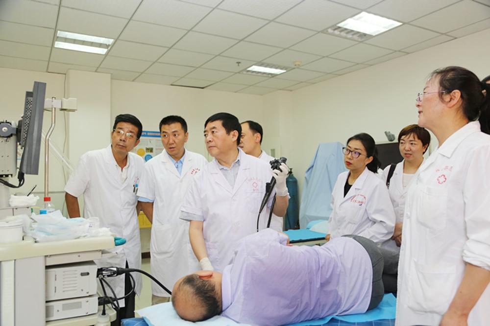 兰大二院专家前往舟曲县人民医院开展医疗帮扶工作