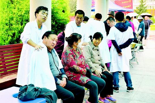 """甘肃中医药大学藏医学院、中医临床学院举办""""情系丝绸之路,发扬中医药文化""""活动"""