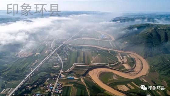 空中看环县的清晨雾景