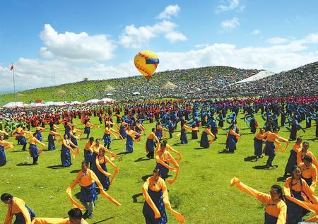 欢腾的草原 艺术的盛宴——第十九届九色甘南香巴拉旅游艺术节开幕侧记