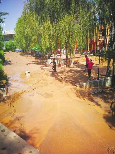 兰州市黄河风情线沿岸清淤逾8万立方米