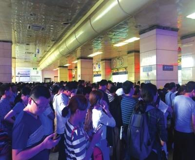 兰州车站多趟列车晚点、停运、折返 5000余名旅客出行受阻
