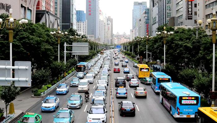 【改革开放40年·我为甘肃点赞】老交警见证四十年城市交通发展