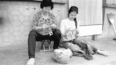 """天水:51个""""扶贫车间"""" 带动2000名农村妇女居家就业"""