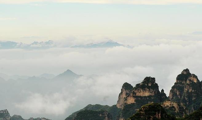 云雾旋绕狼牙山