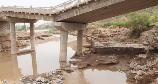 靖白公路四龙段两座毁桥便道抢通完成(组图)