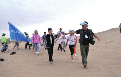 零距离触摸沙漠积极参与生态文明建设  兰州市少年儿童生态道德实践夏令营民勤举行