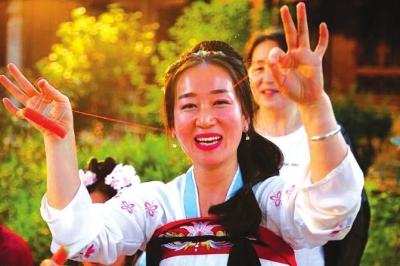 七夕节华裳牡丹衣 张掖举行汉服文化活动