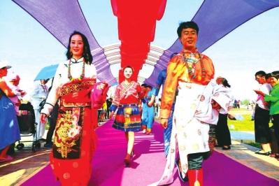 金昌民族风集体婚礼昨在紫金苑景区举行