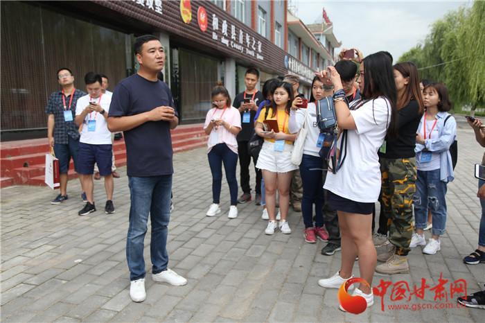 脱贫攻坚看甘肃|和政县创业青年杨胜强  带领农民奔向致富路