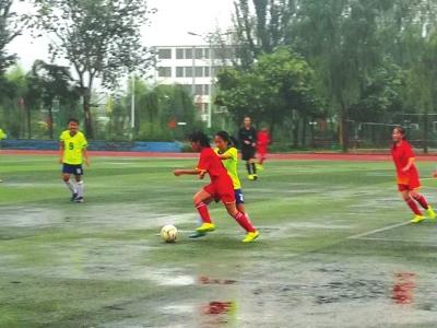 雨中激战兰州男女足晋级省运会决赛