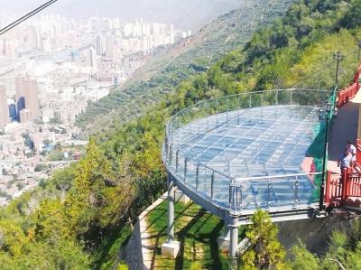 兰州皋兰山栈道玻璃观景平台建成 预计下月向市民开放(图)