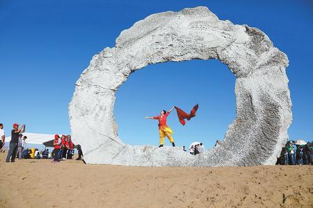 让诗意栖居大漠沙地——2018首届中国·民勤沙漠雕塑国际创作营开幕(图)