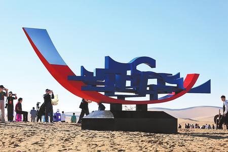 首届中国·民勤沙漠雕塑国际创作营举行(图)
