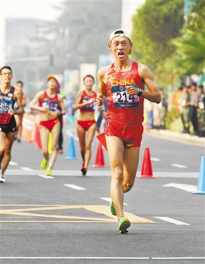 甘肃选手王凯华亚运摘金 夺得男子20公里竞走冠军
