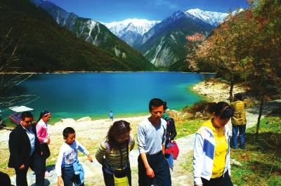 昔日奢侈爬华山 如今潇洒出境游 甘肃大众旅游时代已来临
