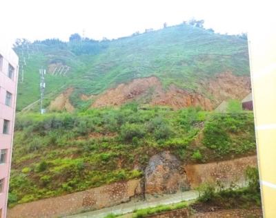 兰州市九州一小区后山山石滑落 加固山体方案已出炉 专家评审正在进行中