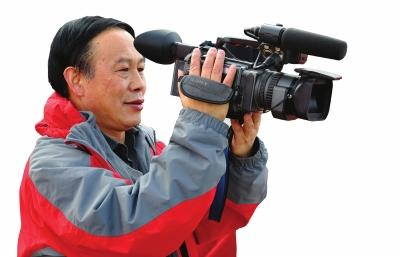 """""""我是甘肃民航发展的记录者""""37年来,张胜平用照相机和摄像机留下了珍贵的场景"""