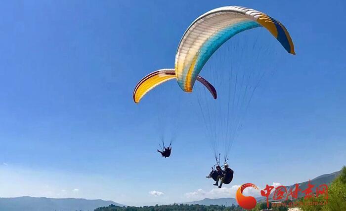 2018全国滑翔伞定点联赛在甘肃永靖开赛