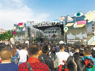 兰州草莓音乐节 32支摇滚乐队燃爆西固(图)