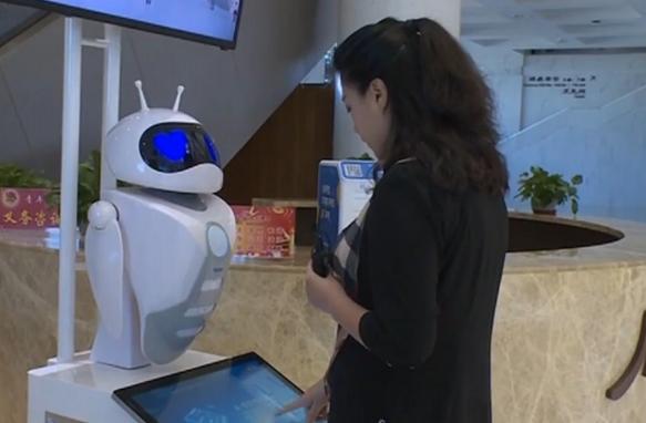 智能贴心机器人首次亮相敦煌文博会