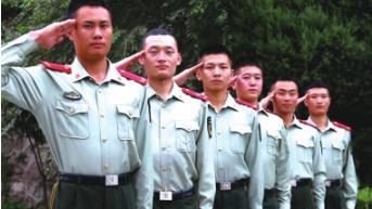 记者用笔和镜头记录老兵的退役日——再见了,我的战友,我的部队!