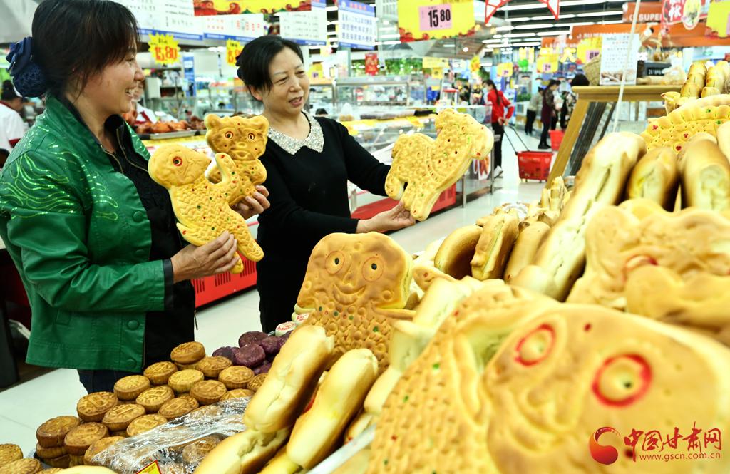 """张掖:传承千年""""土月饼"""" 风味独特迎中秋"""
