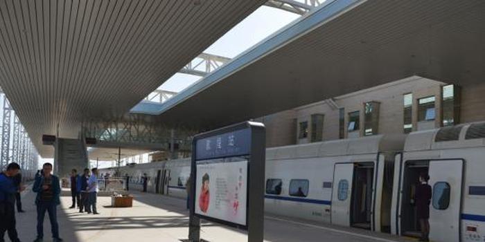 中秋节坐动车到敦煌赏月 兰州铁路部门加开旅客列车