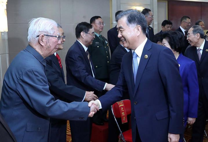 汪洋会见宁夏回族自治区离退休老同志和各族各界群众代表