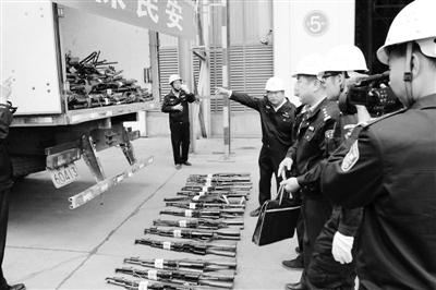 甘肃省公安机关集中销毁非法枪爆物品