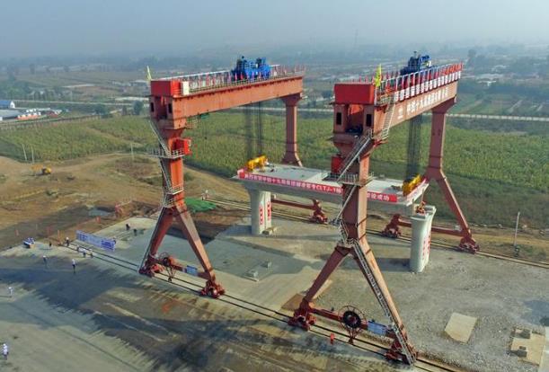 朝凌客专成功架设首榀900吨箱梁