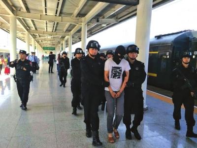 兰州7·28电信网络诈骗案告破 5名嫌犯昨被押解回兰
