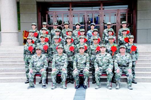 爱红妆更爱绿装 白银市24名应征女兵奔赴军营