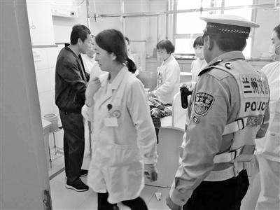 兰州:男童病重打车遇堵 雁滩交警紧急护送就医