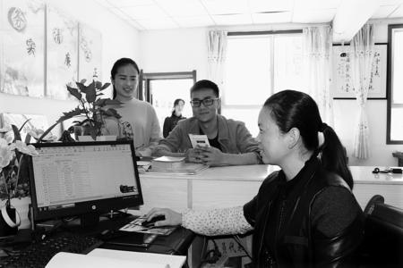 定西岷县服务群众零距离(图)