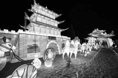 敦煌大漠灯光节在千年敦煌·月牙泉小镇开幕
