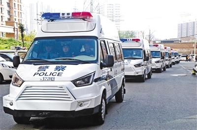 兰州城关警方反恐处突警务用车正式启用(图)