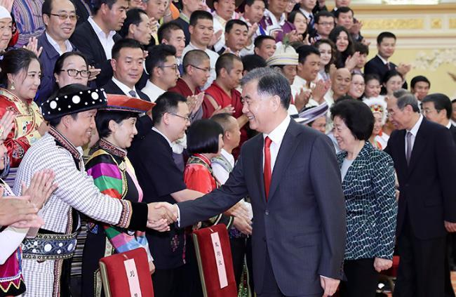 汪洋会见全国少数民族参观团