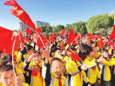 【陇原放歌 庆祝中华人民共和国成立69周年】向国旗敬礼向祖国致敬