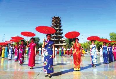 甘肃张掖旗袍爱好者庆祝祖国生日进行主题为《歌颂祖国,热爱家乡》旗袍走秀