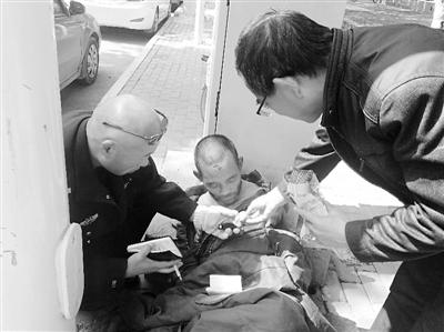 困顿男子流落街头 兰州西柳沟街道上坎社区热心救助